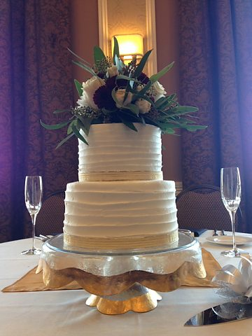 2 tier rustic comb with ribbon
