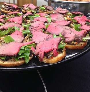 Peppered Beef Crustini