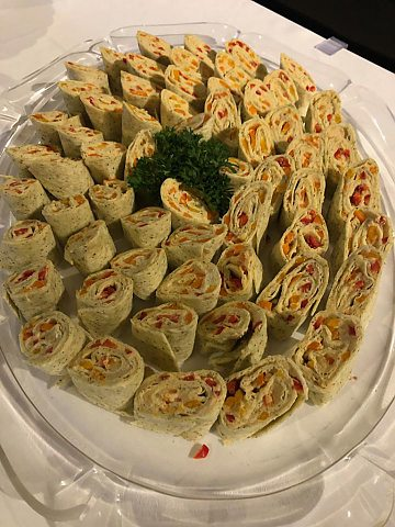 Sweet Pepper & Hummus Pinwheels